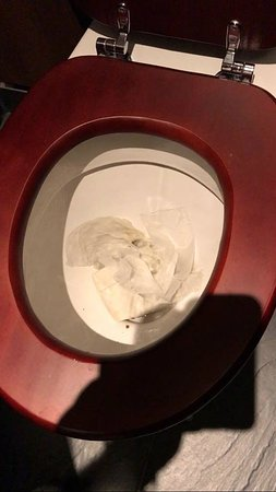 Taplow, UK: Disgusting blocked toilet, not good for a toddler, the other one was filthy too