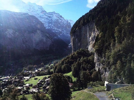 Lauterbrunnen Valley Waterfalls: Waterfall