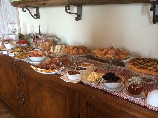 Serre di Rapolano, Włochy: Buffet colazione