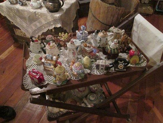 Teapot museum: Little teapots