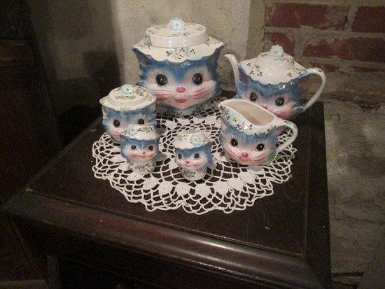 teapot museum kitten teapot