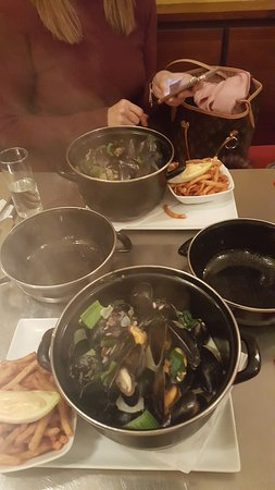 BIG MAMA: Various Recipes for mussels . Hot and chilly or with onions and pepper. Delicious with rose wine