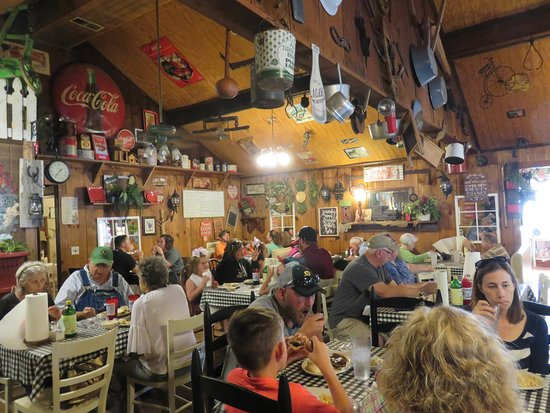 Etowah, TN: Interior - The Farmhouse Restaurant