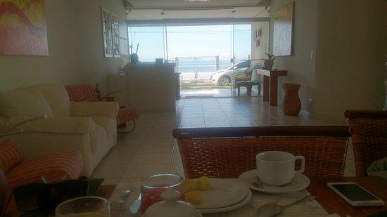 Areia Do Mar: Área do cafe da manha do hotel, com vista para o mar