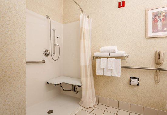 Independence, MO: Accessible Guest Bathroom - Roll-in Shower