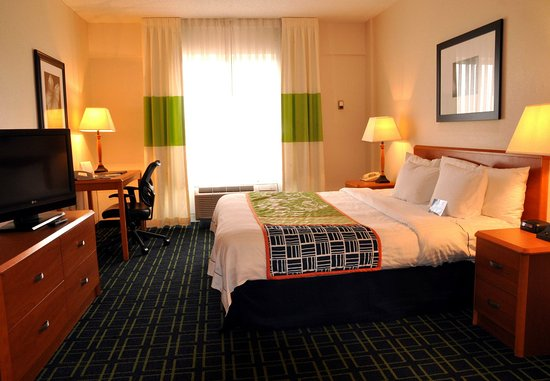 Christiansburg, VA: King Guest Room