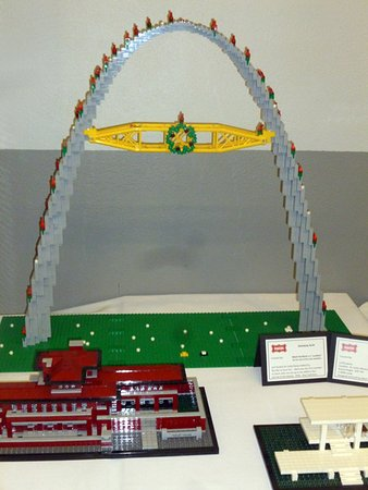 Belleville, IL: Lego Model of St. Louis' Gateway Arch Decorated for Christmas