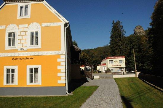 Hardegg, Austria: Alte Hammerschmiede und Gasthof