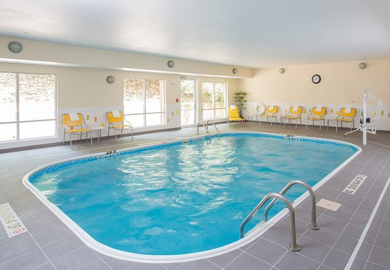 Quincy, IL: Indoor Pool & Spa