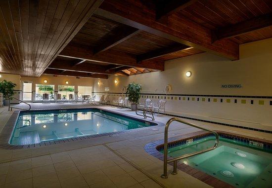 Fairfield Inn & Suites Seattle Bellevue/Redmond: Indoor Pool & Whirlpool
