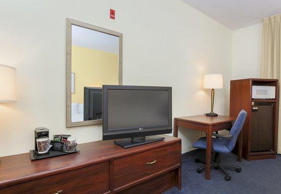 Bay City, MI: King Guest Room Amenities