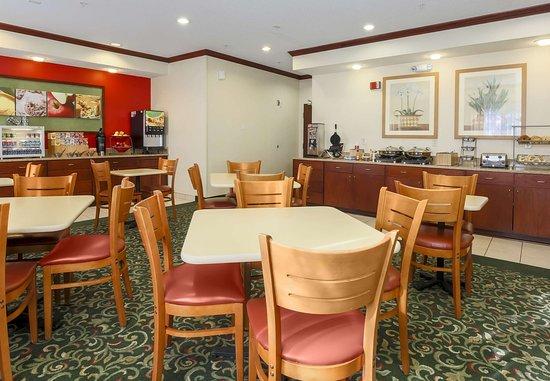 Bay City, MI : Breakfast Area