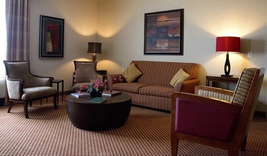 Hilton Garden Inn Laramie: Suite Separate Living Area