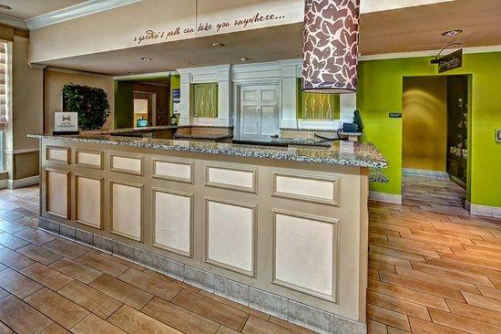 Hilton Garden Inn Hershey: Front Desk