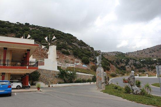 Крит, Греция: Парковка и съезд с дороги к музею