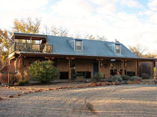 Chimayo, NM: Casa Escondida Entrance