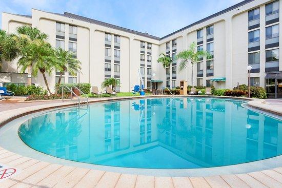 Hampton Inn Ft. Lauderdale - Cypress Creek: Outdoor Pool