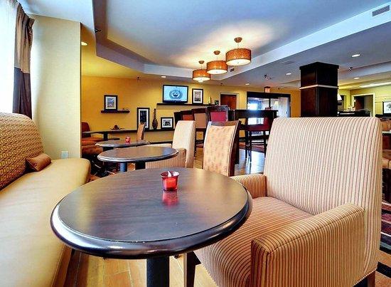 Eden, NC: Breakfast Sitting Area