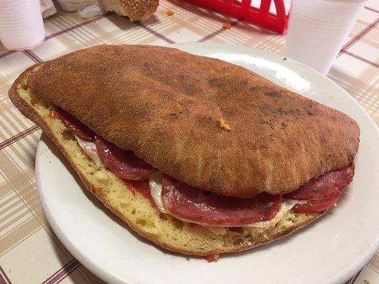 Province of Palermo, Italie : Moffoletta con pomodoro , formaggio e salame