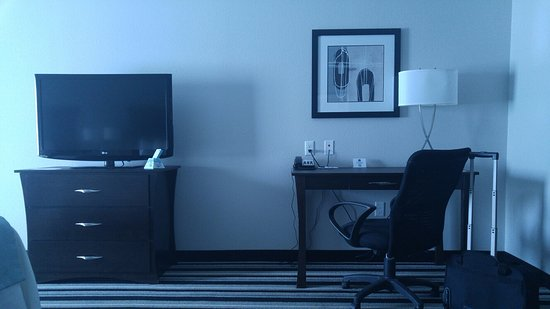 Madill, โอคลาโฮมา: TV area, desk for laptop, internet, etc to the right