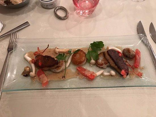 Wemmel, Bélgica: Scallops with pan seared foie gras