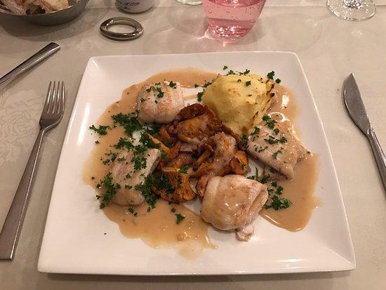 Wemmel, Bélgica: Sole filet with wild mushrooms