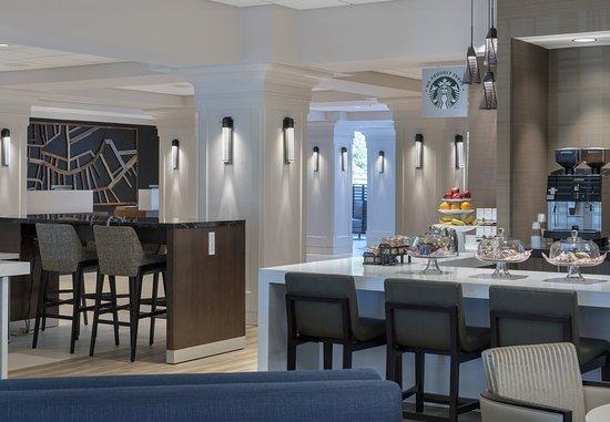 Boston Marriott Peabody: Lobby Seating Area