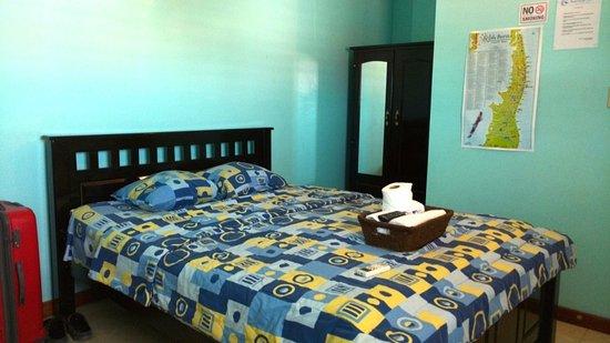 Hotel Ocean Paradise: room bed