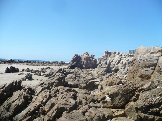 Buffalo Bay: Rocks on the right of the beach