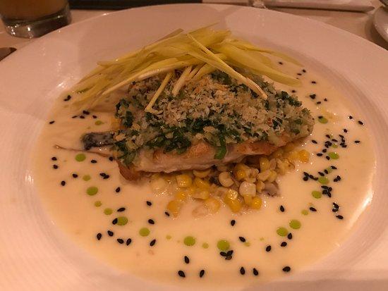 Alan Wong's Restaurant: メインの鯛、魚もソースもおいしい