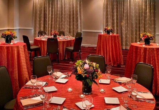West Conshohocken, เพนซิลเวเนีย: Ballroom Wedding