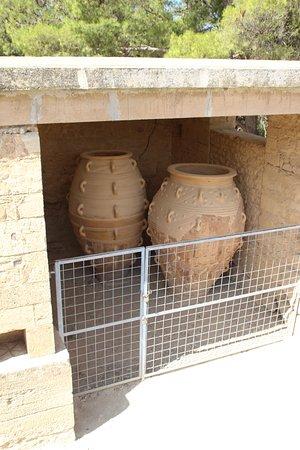 Knossos Archaeological Site: Кувшины для оливкового масла