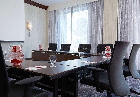 Pewaukee, WI: Boardroom