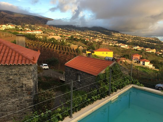 Estreito da Calheta, Portugal: Pool bei den Cottages