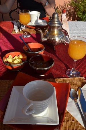 Riad Ker Saada : Composition du petit déjeuner, délicieux et traditionnel