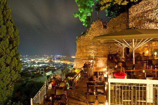 Af 39 ipsilou cafe bar kyparissia restaurant avis num ro for Neda piscines