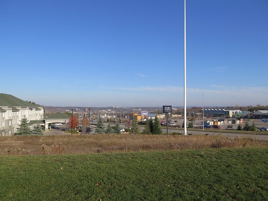 Barrie, Canada: Looking downtown from the parking lot