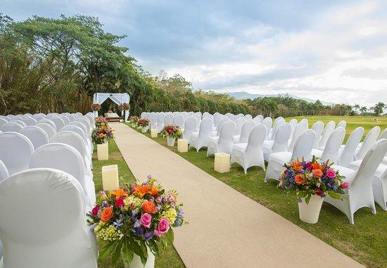 San Antonio De Belen, Costa Rica: Outdoor Wedding