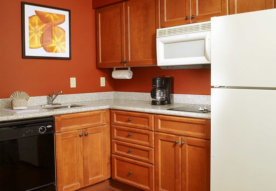 Oldsmar, FL: Suite Kitchen