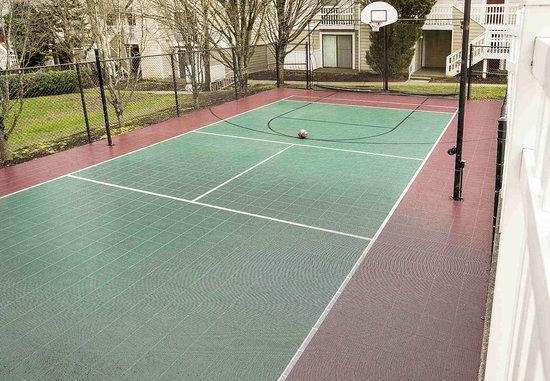 เลกออสวีโก, ออริกอน: Sport Court