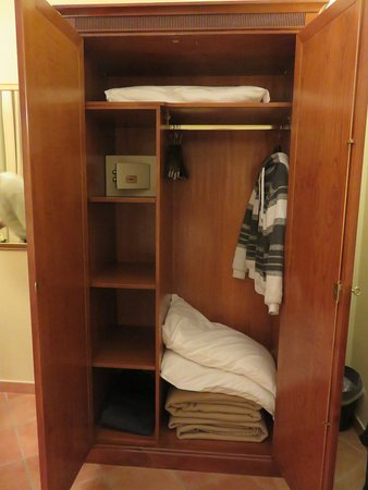 Hotel Nuvo: Closet And Cabinet Space, Extra Blankets And Pillows