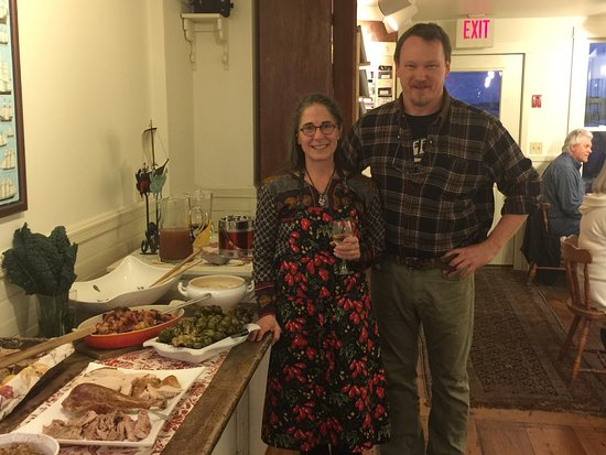 Stonington, Мэн: A fabulous Thanksgiving dinner prepared by the new owners, Dana and Jay!