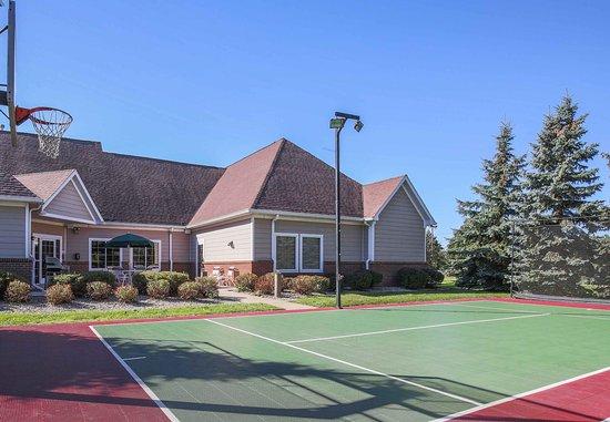 Flint, ميتشجان: Sport Court®