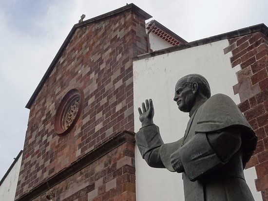 Cathedral Se: Exterior and statue of Pope John Paul II