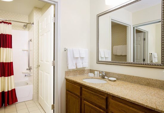 Bloomingdale, IL: Guest Bathroom