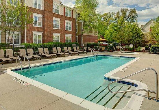 Saddle River, NJ : Outdoor Pool & Spa