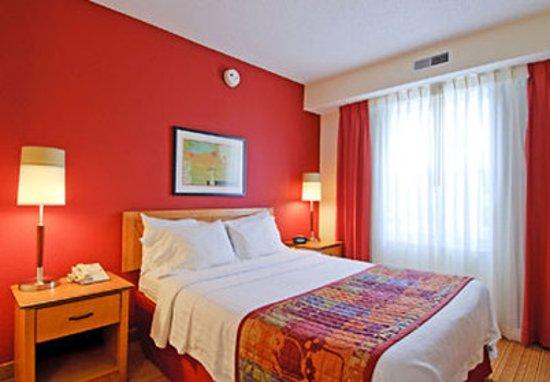 Residence Inn Frederick: One-Bedroom Suite Sleeping Area