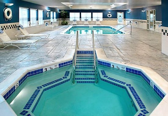 Holtsville, Estado de Nueva York: Indoor Pool & Whirlpool