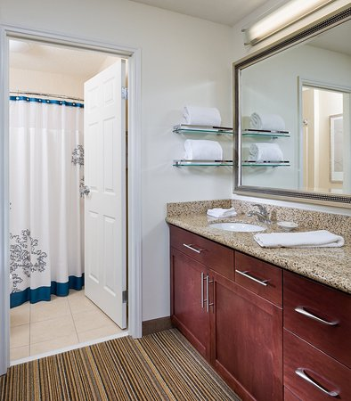 Poland, OH: Suite – Bathroom