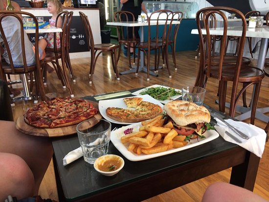 Marcoola, Australia: Our meal at The Hungry Surfer